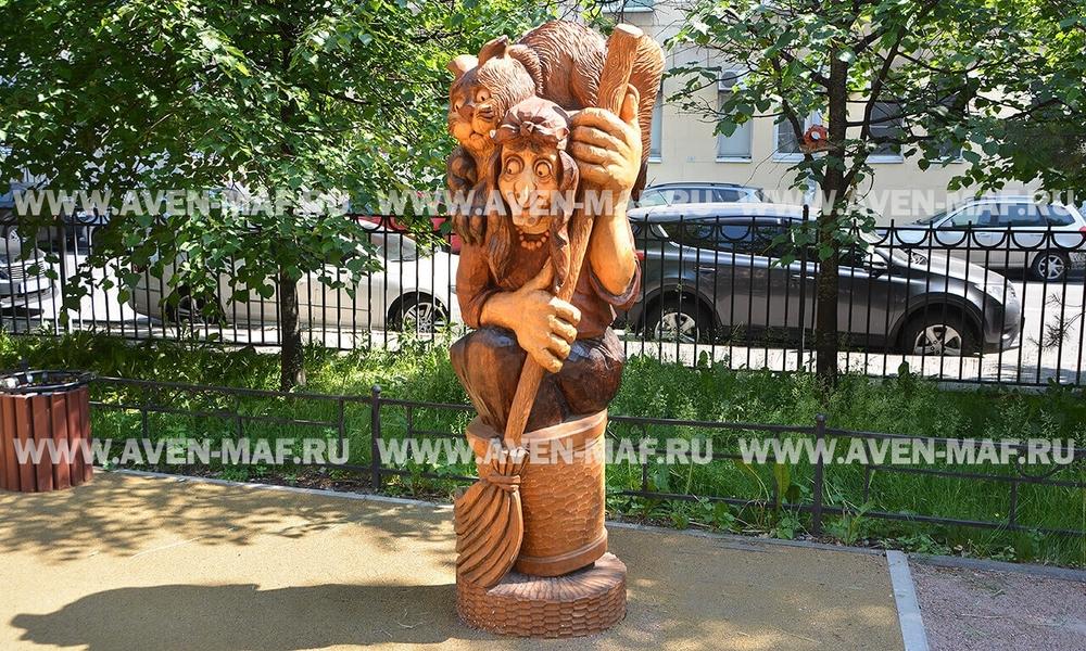 """Деревянная фигура """"Баба Яга с котом"""""""