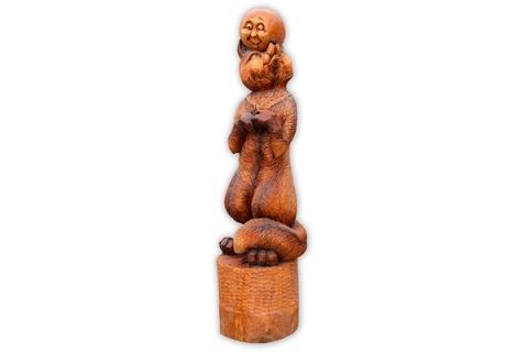 """Деревянная фигура """"Лиса с колобком"""""""