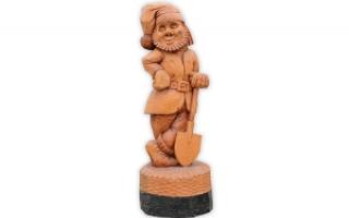 """Деревянная фигура """"Гном с лопатой"""""""